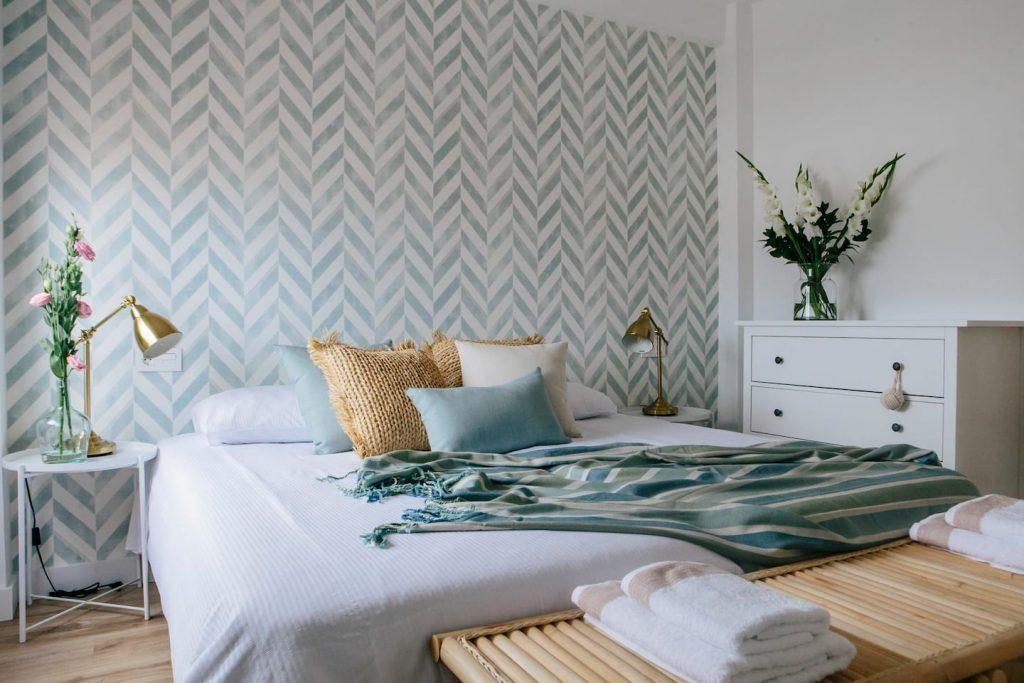 bedroom-king-size-bed-city-apartment-las-palmas-de-gran-canaria