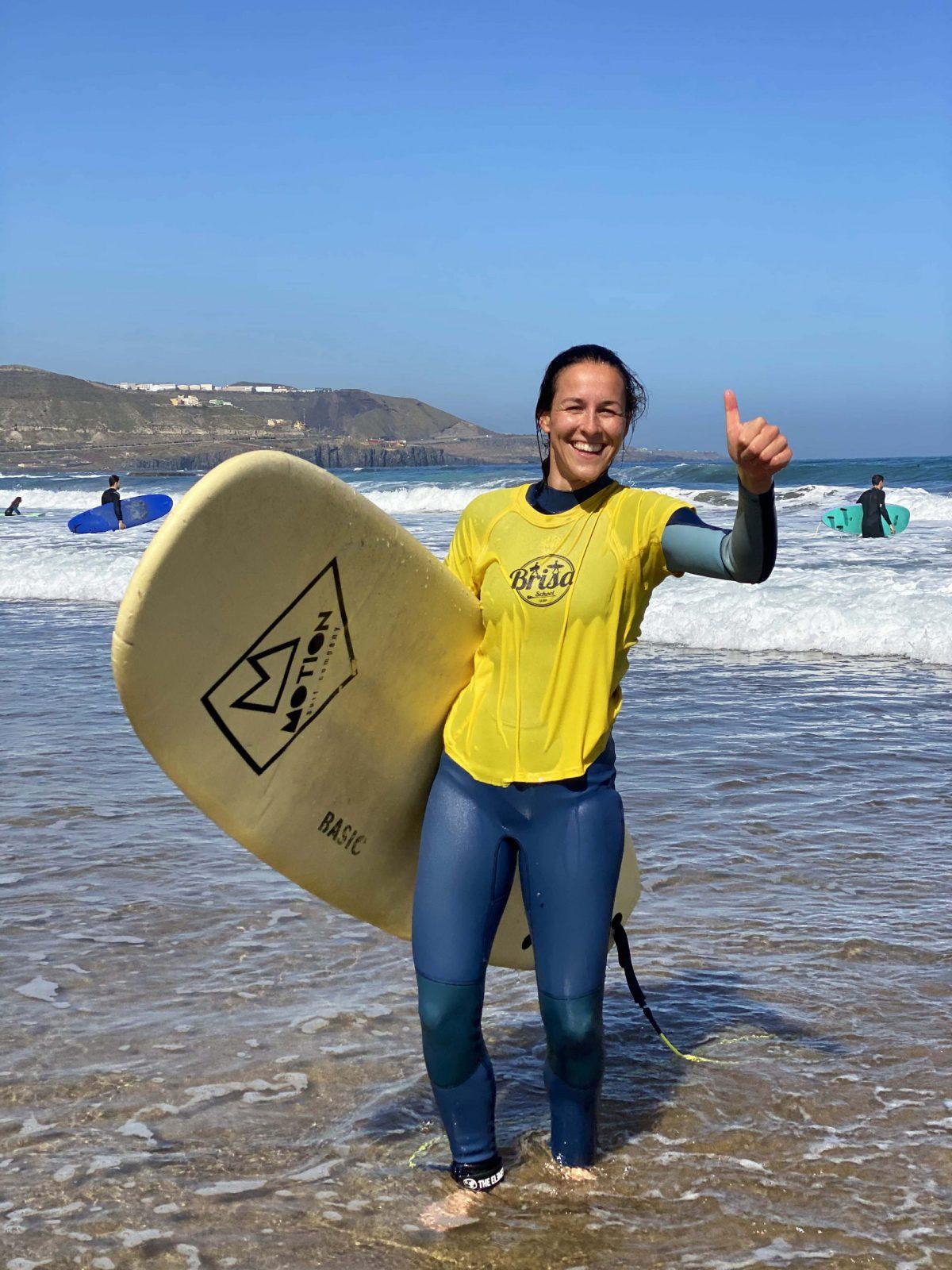 happy-surfer-shaka-surf-camp-las-palmas