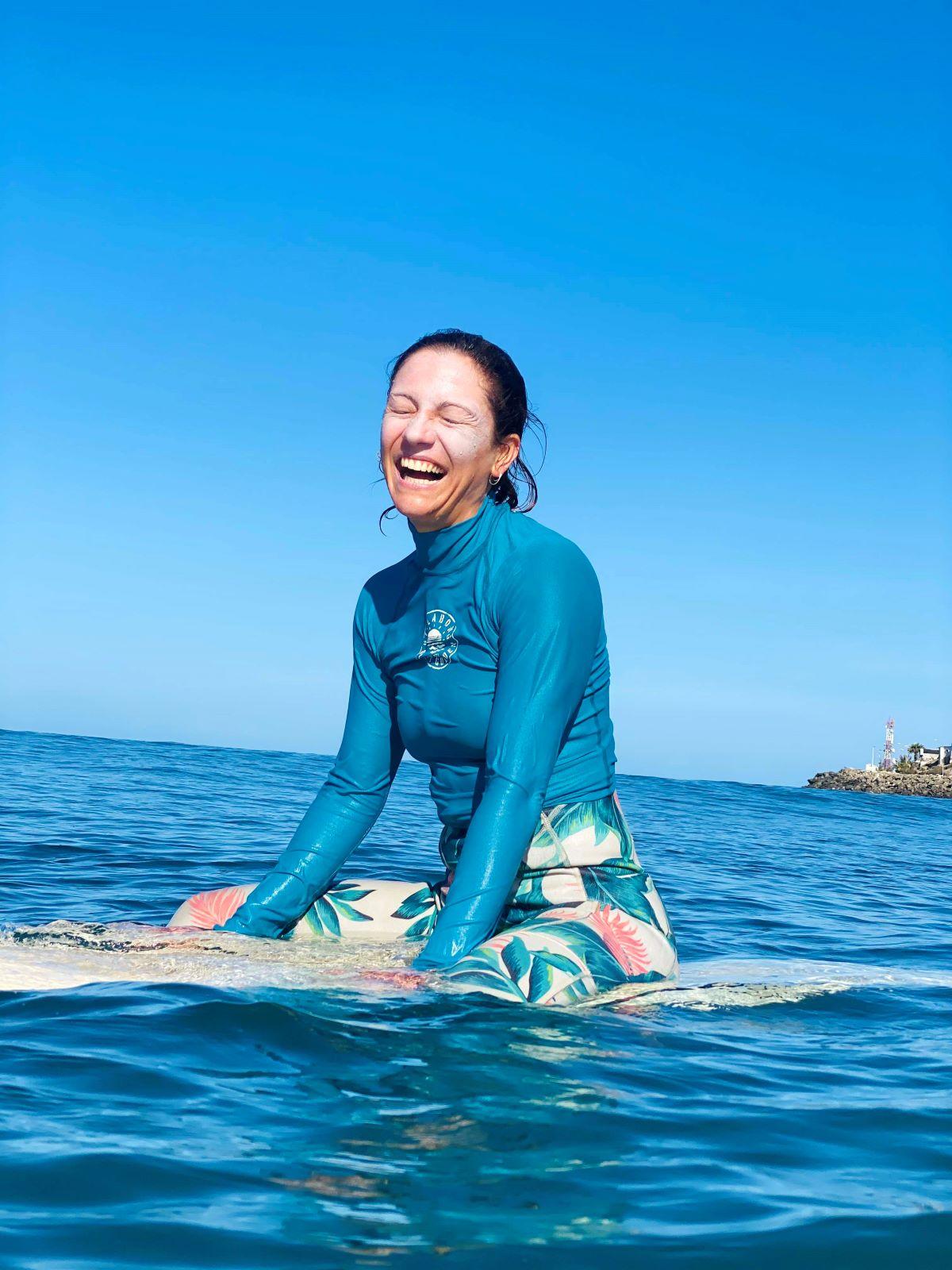 happy-surfer-guided-surf-trip-surf-camp-las-palmas