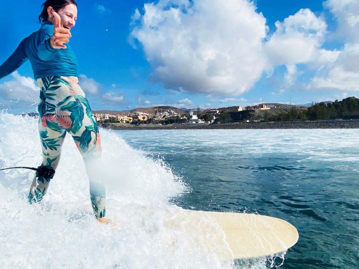 surf-trip-guided-woman-riding-a-wave-surf-camp-las-palmas